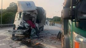 Hiện trường vụ tai nạn vừa xảy ra trên cao tốc Nội Bài - Lào Cai