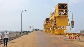 Dự án sửa chữa mặt cầu Thăng Long vừa được khởi công hôm 16-8