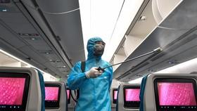 Các hãng vẫn tuân thủ công tác khử trùng trên máy bay