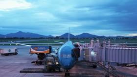 Cận cảnh chuyến bay thương mại thường lệ đầu tiên vừa được nối lại giữa Hà Nội - Tokyo