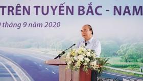 Thủ tướng Nguyễn Xuân Phúc phát biểu tại lễ khởi công. Ảnh: VGP