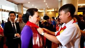 Chủ tịch Quốc hội Nguyễn Thị Kim Ngân tham quan triển lãm tại Đại hội cháu ngoan Bác Hồ 2020