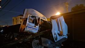 Tàu lửa tông xe container do lỗi chủ quan của ngành đường sắt