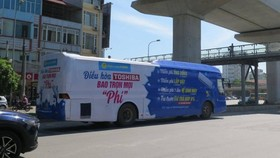 Chấn chỉnh xe khách dán kín decal quảng cáo