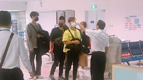 Kiểm tra thân nhiệt tại sân bay Tân Sơn Nhất