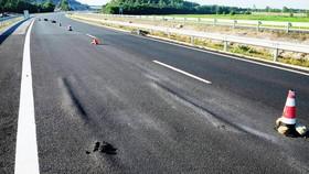 Cao tốc Đà Nẵng - Quảng Ngãi hư hỏng ngay sau khi đưa vào khai thác