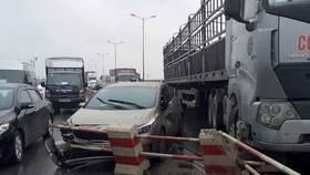 Mật độ phương tiện đông khiến cầu Thanh Trì thường xuyên xảy ra ùn tắc và tai nạn giao thông