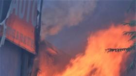 Cháy gara ô tô gần trụ sở VFF, nhiều người hoảng loạn