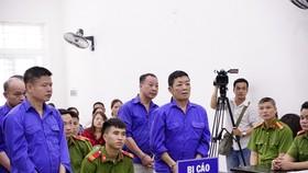 """Hoãn xử trùm bảo kê chợ Long Biên Hưng """"kính"""""""