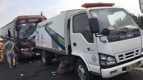 Cảnh sát phá cửa cứu người bị mắc kẹt trong xe khách