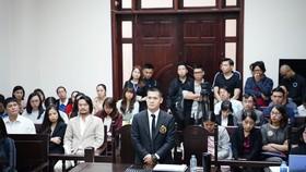 Đạo diễn Việt Tú và Công ty Tuần Châu tiếp tục dắt nhau ra tòa