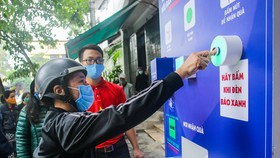 """Thêm cây """"ATM thực phẩm miễn phí"""" cho người khó khăn tại Hà Nội"""