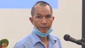 Bị cáo Lê Đình Chức chắp tay, cúi đầu xin lỗi gia đình bị hại