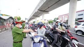 Bộ Công an sẵn sàng hỗ trợ Hà Nội về kỹ thuật, nhân lực, giải pháp để quản lý giấy đi đường