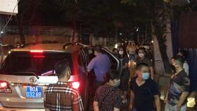 Nhiều lực lượng khám xét nhà cựu Trưởng Phòng Cảnh sát Kinh tế Hà Nội