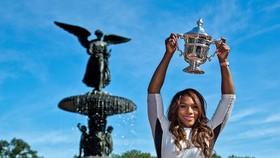 Một người Mỹ sẽ bỏ túi 3,7 triệu USD và chiếc cúp vô địch đơn nữ