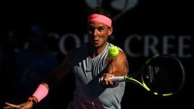 Rafael Nadal chật vật thắng Florian Mayer