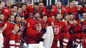 Đội tuyển khúc côn cầu trên băng của Nga giành HCV ở PyeongChang