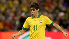 Oscar trong màu áo tuyển Vàng - Xanh
