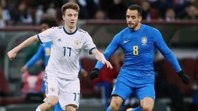 Aleksandro Golovin (trái) khó được xem là ngôi sao của tuyển Nga ở World Cup