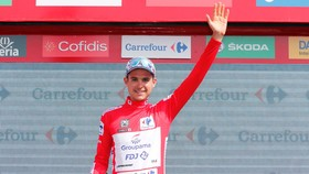 """""""Người lạ"""" Rudy Molard bất ngờ giành Áo đỏ ở Vuelta 2018"""
