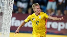 Zinchenko của Man City đã ghi bàn thắng quyết định mang lại chiến thắng cho Ucraina