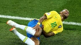 Neymar vẫn chưa bỏ tật ăn vạ