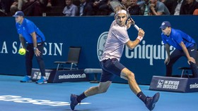 Roger Federer trong trận đấu mở màn ở Basel