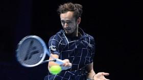 """Medvedev chuẩn bị """"chiến"""" Nadal khi là tay vợt duy nhất toàn thắng 3 trận"""