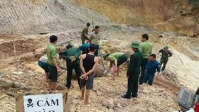 Phát hiện quả bom dài 1,2m khi đào móng nhà