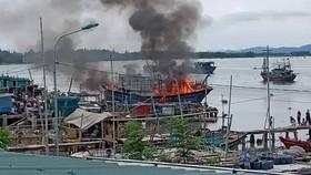 Tàu cá cháy rụi, thiệt hại hàng tỷ đồng