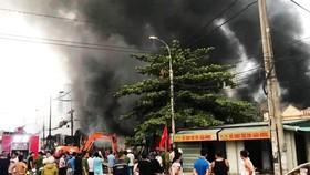 Cháy chợ Còng ở Thanh Hóa, hàng trăm ki ốt bị thiêu rụi