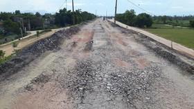 Nhiều đoạn đê sông Chu mới làm xong đã hư hỏng nghiêm trọng