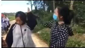 Nữ sinh đánh bạn dã man bằng mũ bảo hiểm