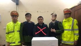 Đối tượng Trần Văn Minh và tang vật vụ án. Ảnh công an cung cấp