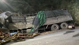 Xe tải tông vào taluy ở Thanh Hoá, 7 người thiệt mạng