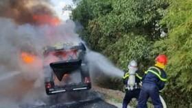Nghệ An: Cháy xe khách chở người hoàn thành cách ly về quê