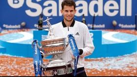 Thiem nâng chiếc cúp vô địch Barcelona Open