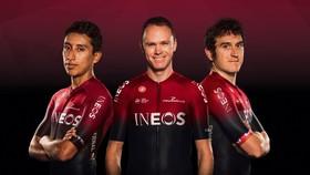Chris Froome (giữa) và Geraint Thomas ra mắt mẫu áo đấu mới của đội đua mới mà cũ Ineos