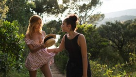 """Zahia Dehar (trái) và một cảnh trong phim """"An Easy Girl"""""""