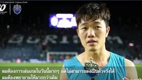 Xuân Trường trả lời phỏng vấn sau trận đấu với người bãn thân