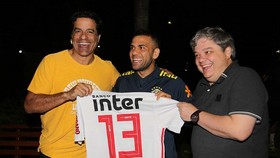 Dani Alves sẽ khoác áo Sao Paulo từ mùa này