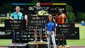 Ramil Guliyev (giữa) trên bục nhận thưởng ở Gloria Cup