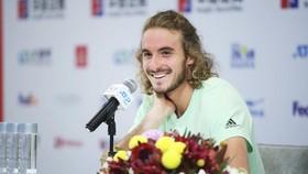 Stefanos Tsitsipas trong buổi họp báo ở Zhuhai Championships