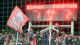 CĐV Spartak trên khán đài SVĐ KAMAZ