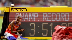Sifan phá kỷ lục giải đấu ở cự ly chạy 1.500m