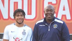 Reece James và cha của mình, ông Nigel James