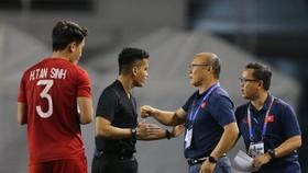 HLV Park Hang-seo luôn bảo vệ cầu thủ của mình. Ảnh: DŨNG PHƯƠNG