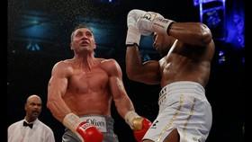 Wladimir trúng đòn Joshua