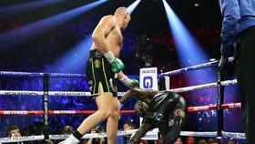 Wilder ngã sấp mặt trong trận thua Fury hồi tháng 2